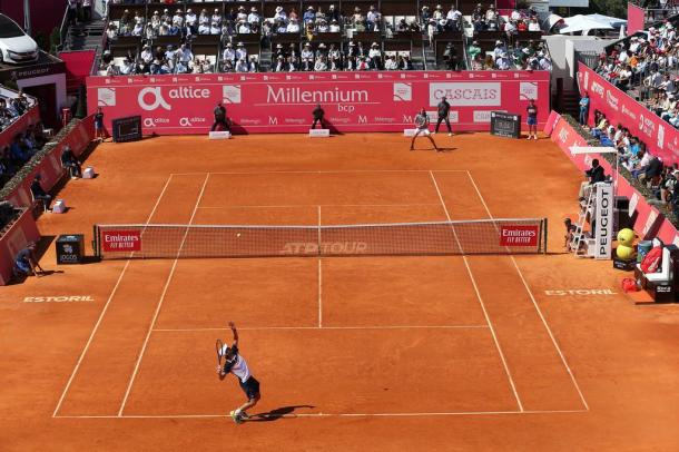 Pablo Cuevas and Stefanos Tsitsipas playing the final in Estoril. (Photo by Millennium Estoril Open)