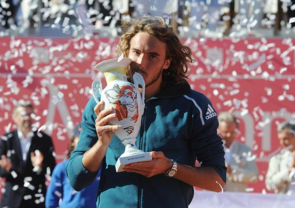 Stefanos Tsitsipas and his trophy of the Millennium Estoril Open. (Photo by Millennium Estoril Open)