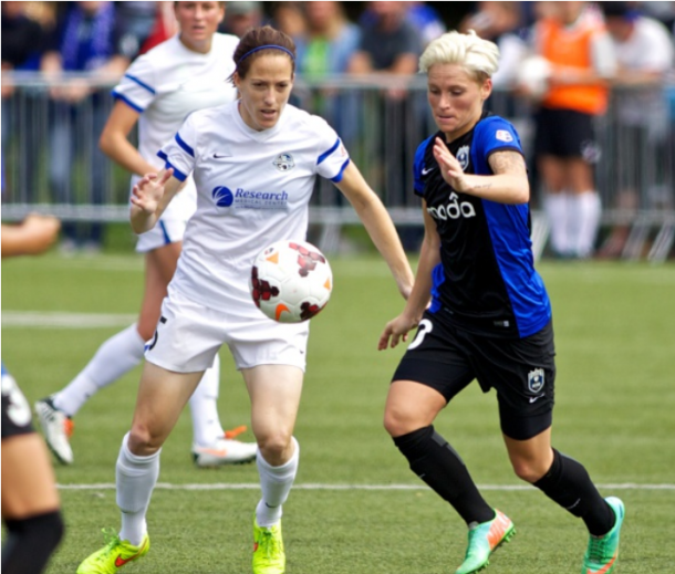 Jess Fishlock (10) of Seattle battles with Elizabeth Bogus (5) of Kansas City in the 2014 NWSL Championship Game | Photo: Craig Mitchelldyer - Getty Images