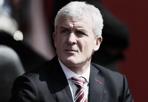Mark Hughes comienza su cuarta temporada al frente del Stoke | Foto: Stoke City Twitter
