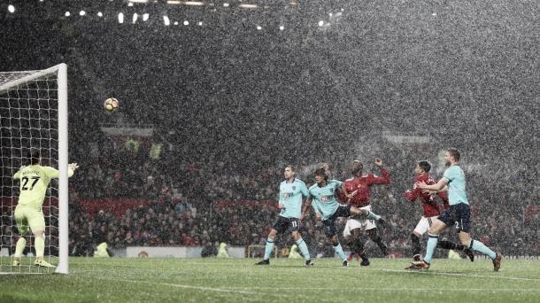 El momento en el que Romelu Lukaku marcó el gol de la victoria   Foto: Premier League
