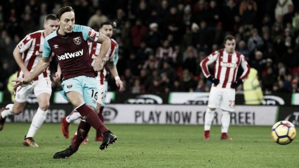 Noble cambió penalti por gol para abrir el marcador | Foto: Premier League