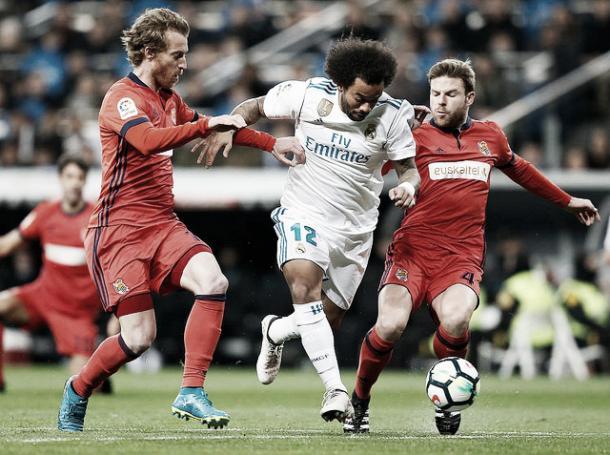 Marcelo, en un intento de superar la defensa blanquiazul | Foto: Real Madrid C.F.