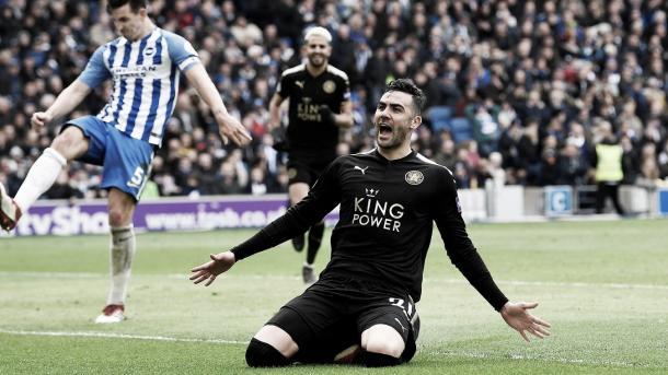 Vicente iborra celebra la a pertura marcador de su equipo frente al Brighton. Foto: Premier League.