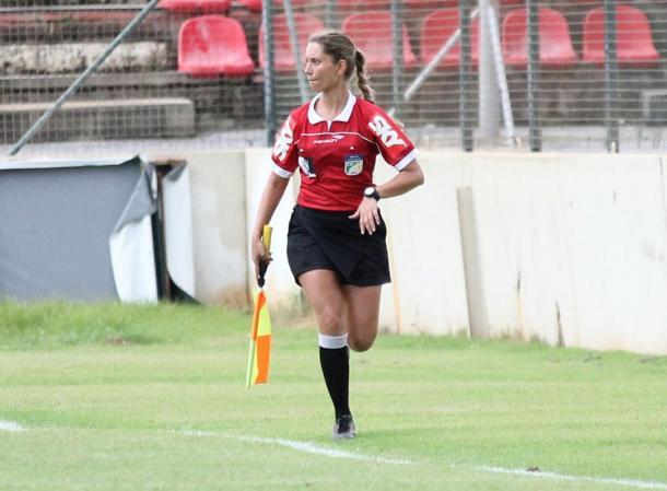 Fernanda foi assistente do jogo entre Atlético-MG e Figueirense, pela Copa do Brasil sub-20 de 2015 (Foto: Anderson Magalhães)