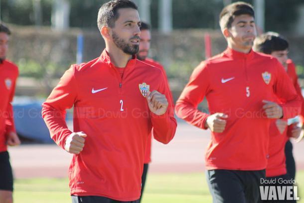 Isidoro, la única novedad, en un entrenamiento del Almería. (FOTO: David García - VAVEL)