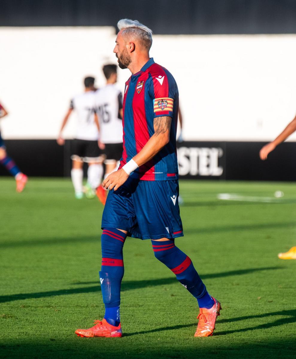 Foto de Morales ante el Valencia // Fuente: Levante