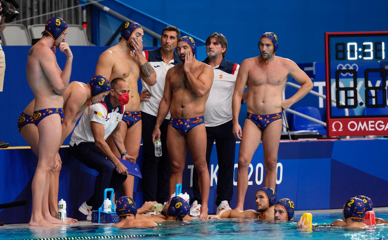 Photo of the Spanish Waterpolo team at the Olympic Games // Source: Spanish Olympic Committee