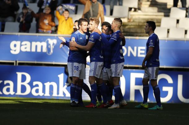Los jugadores del Real Oviedo celebran el gol de Carlos Hernández. | Imagen: Real Oviedo