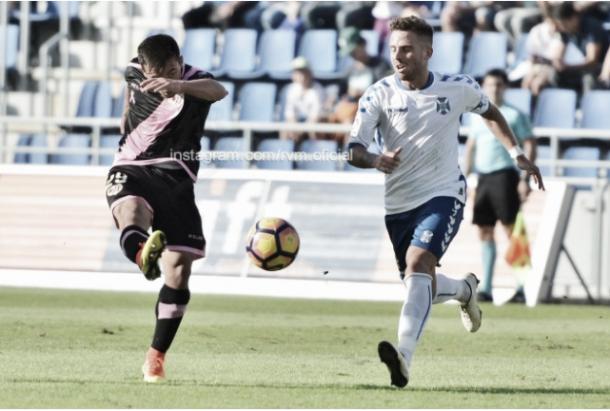 Fran Beltrán golpeando un balón. Fotografía: Rayo Vallecano S.A.D.
