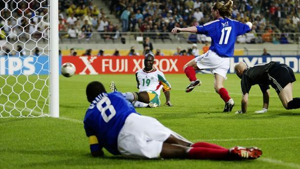 El Hadji Diouf gritó su nombre al mundo entero con su gol al combinado francés. Fuente: FIFA.
