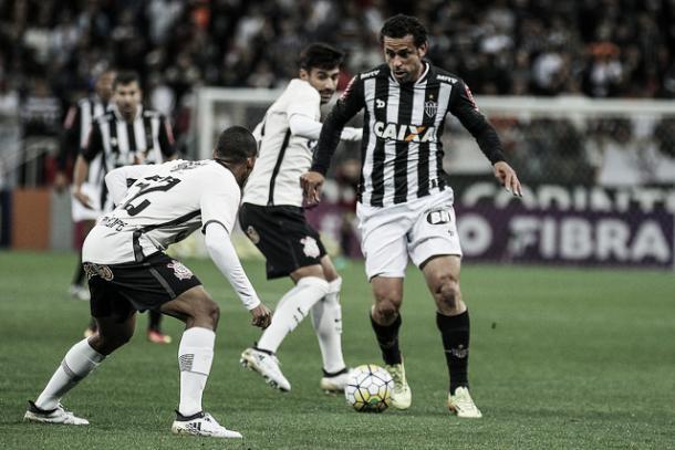 Fred passou mal hora antes do jogo, mas foi ao jogo e atuou durante os 90 minutos (Foto: Bruno Cantini/Atlético-MG)