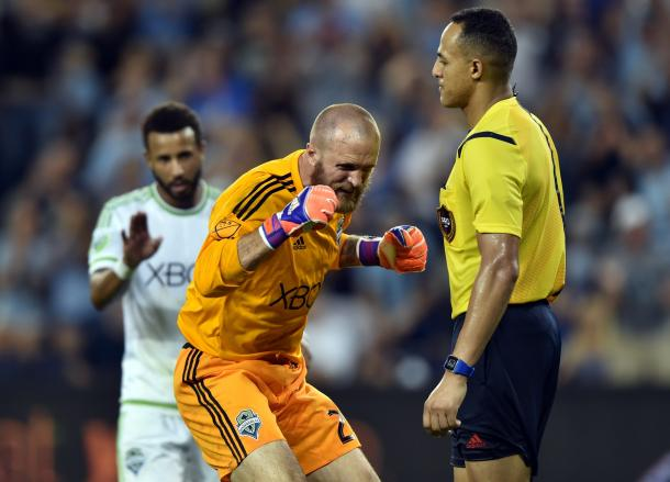 Stephan Frei is angry at the penalty called by Ismail Elfath / USA TODAY Sports