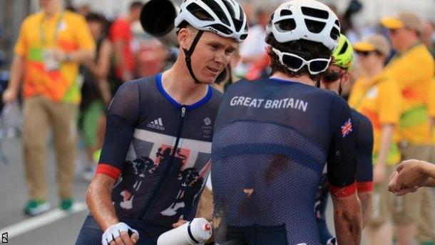 Froome talking to Thomas and Yates after a brutal day in the saddle / BBC Sport