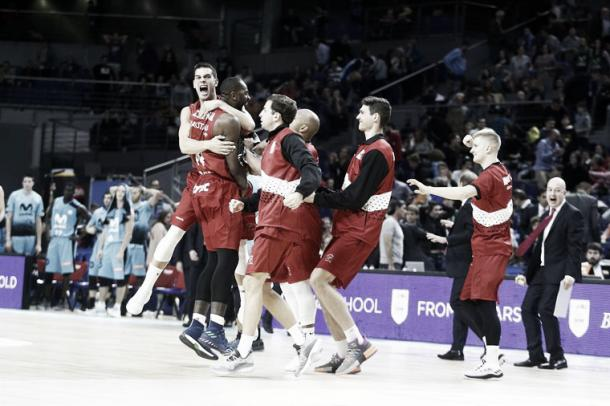 El banquillo de Fuenlabrada celebra con Eyenga la canasta final / Foto: Baloncestofuenlabrada.com