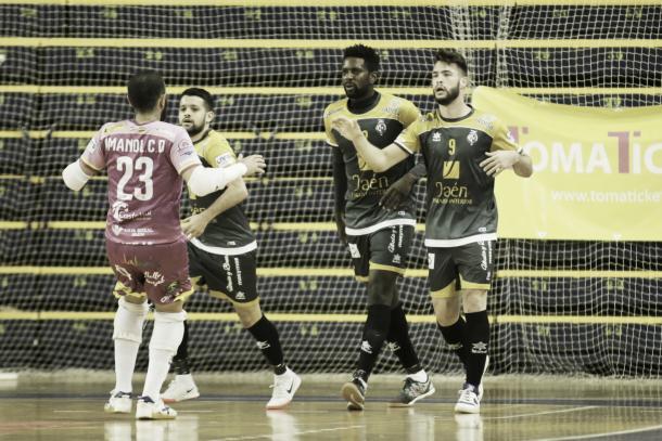 Los jienenses celebran la victoria en Gran Canaria que les clasificó para la Copa de España | Foto: jaenfs.com