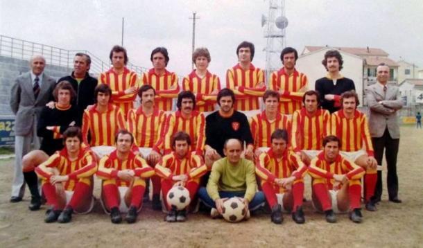 O Giulianova da temporada1972/73, Tancredi é o primeiro na linha do meio   Foto: Divulgação/Giulianova