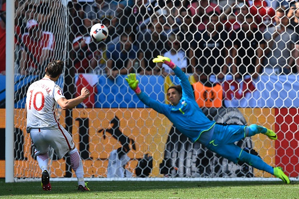 Grzegorz Krychowiak slots home the winning penalty. | Image credit: MARTIN BUREAU/AFP/Getty Images