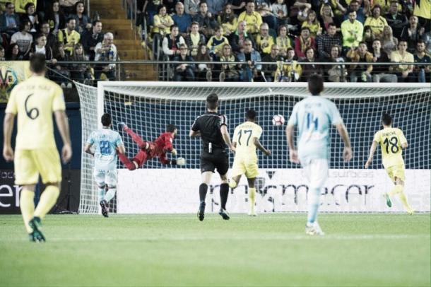Momento exacto del segundo gol de Soriano. Foto: VAVEL.