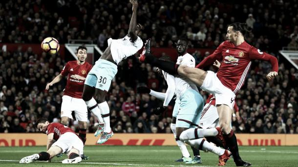 Sakho en su remate del 1-0. Foto: Premier League.