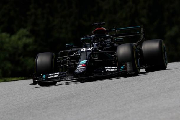 Lewis Hamilton (Mercedes) durante los FP3. Fuente: F1