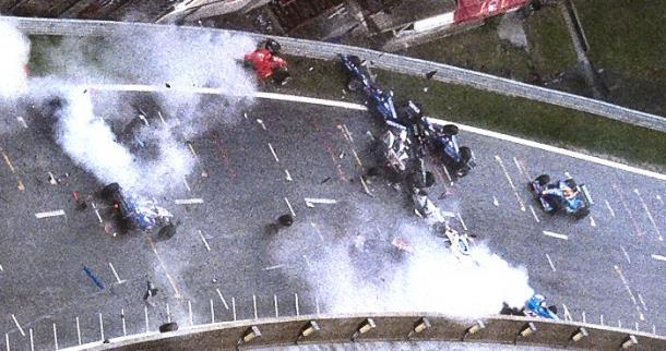 Accidente múltiple justo antes de 'Eau Rouge' | Foto: motorpasion.com