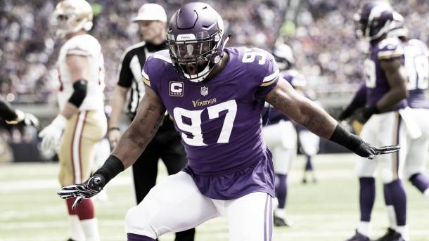 El veterano Everson Griffen se quedo sin contrato pero quiero volver a jugar con los Vikings (foto Vikings.com)