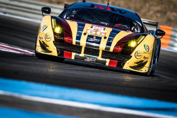 Ferrari da JMW Motorsports vence na classe GTE. (Foto: ELMS)