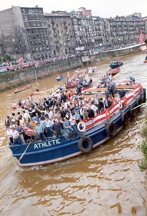 El Athletic, en la gabarra. | Foto: Athletic