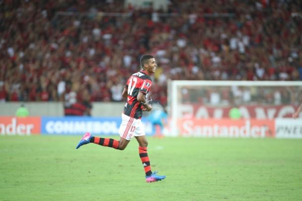 Gabriel viveu noite especial na estreia da Libertadores, saindo do banco, sofrendo pênalti e fechando a goleada por 4 a 0 | Foto: Gilvan de Souza/Flamengo