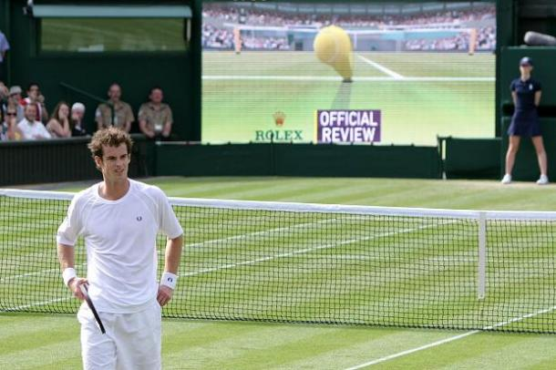 Andy Murray turns away as Hawk-Eye is used to contest a decision | Photo: Getty images