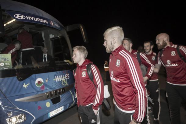 Il Galles all'arrivo in Francia, twitter @UEFAEURO