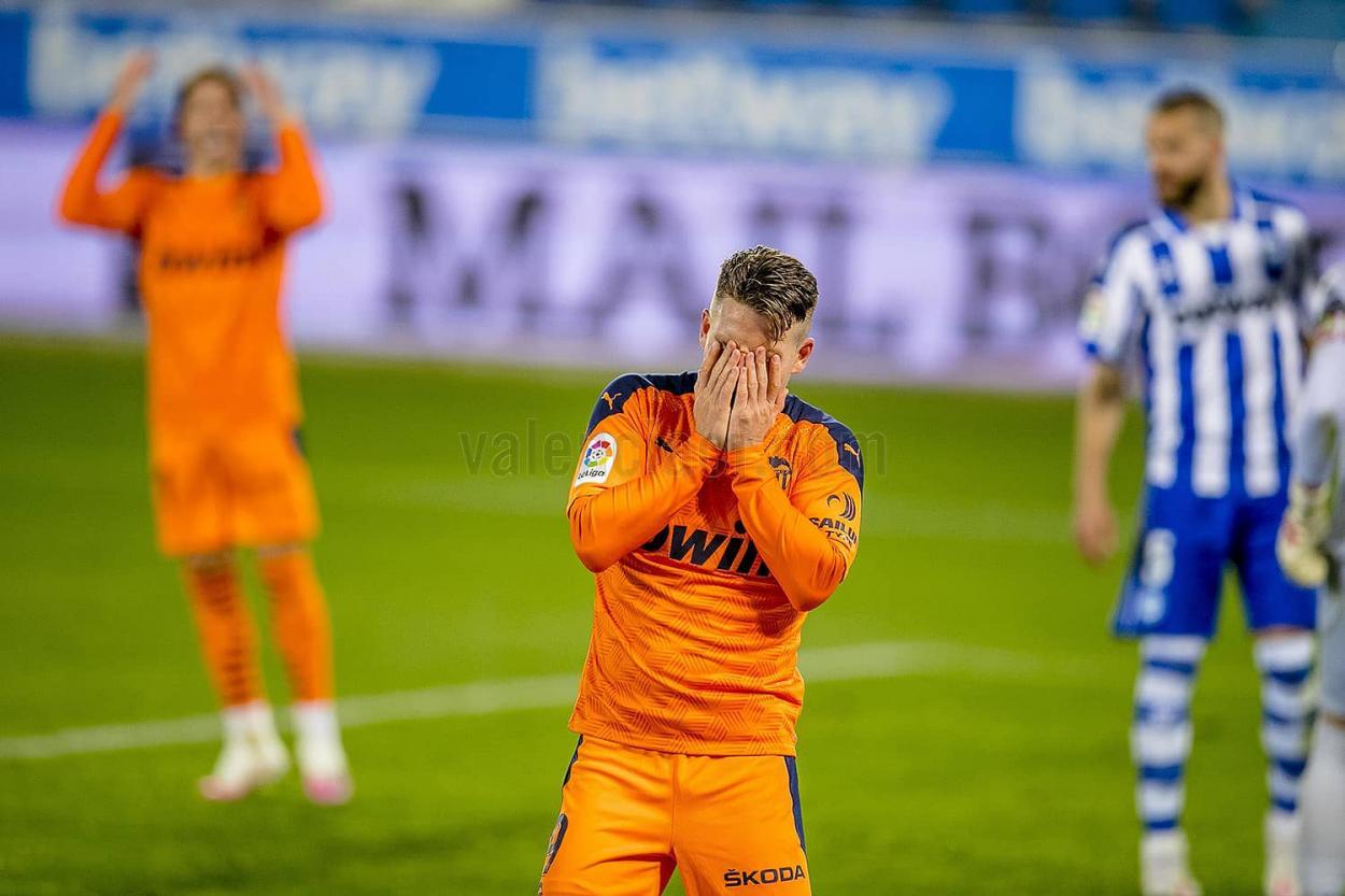 Gameiro se lamenta tras una ocasión. | Foto: Valencia CF