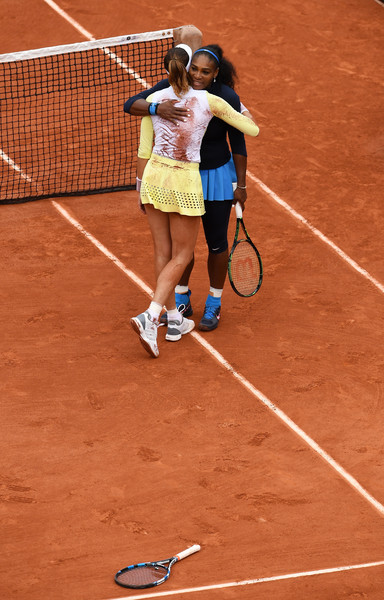 Garbiñe Muguruza and Serena Williams embrace after the 2016 French Open final. | Photo: Dennis Grombkowski/Getty Images Europe