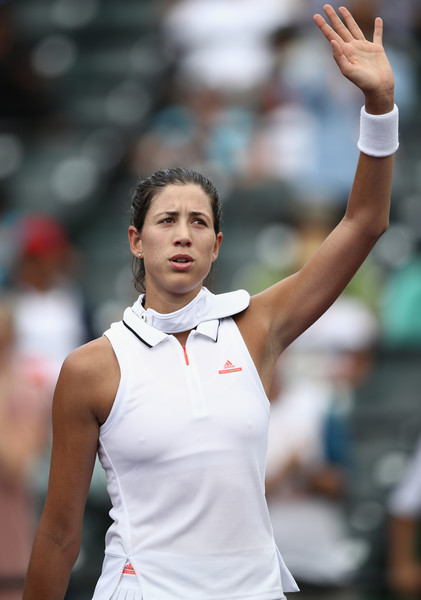 Garbine Muguruza applauds the crowd after the match | Photo: Julian Finney/Getty Images North America