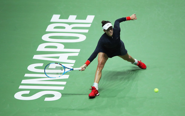 Muguruza reaches out for a forehand in Singapore | Photo: Matthew Stockman/Getty Images AsiaPac