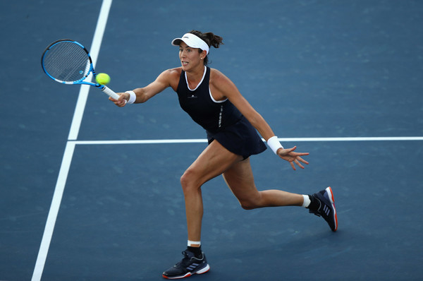 Garbiñe Muguruza lunges to hit a volley during her second-round match at the 2017 Bank of the West Classic. | Photo: Ezra Shaw/Getty Images