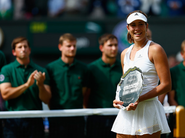 Garbine Muguruza poses with her runner-up trophy back in 2015 | Photo: Julian Finney/Getty Images Europe