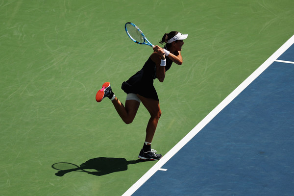 Garbiñe Muguruza in action against Svetlana Kuznetsova during their quarterfinal encounter in Cincinnati | Photo: Rob Carr/Getty Images North America