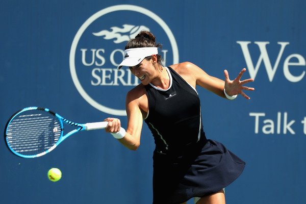 Garbiñe Muguruza hits a forehand during her quarterfinal encounter against Svetlana Kuznetsova | Photo: Rob Carr/Getty Images North America