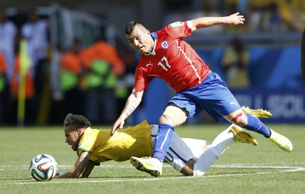 Gary Medel has been linked with a move to D.C. United. | Source: Toru Hanal, REUTERS