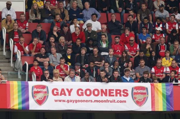 """A """"Gay Gooners"""" é reconhecida pelo Arsenal e tem uma faixa no Emirates Stadium (Foto: John Walton/PA Images)"""