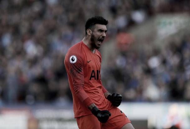 Gazzaniga vem aproveitando bem as chances de titular no Tottenham. (Reprodução/Twiter@SpursOfficial)