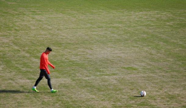 Rojo durante l'allenamento di questa mattina all'Olimp-2. | Fonte immagine: Reuters via Mirror
