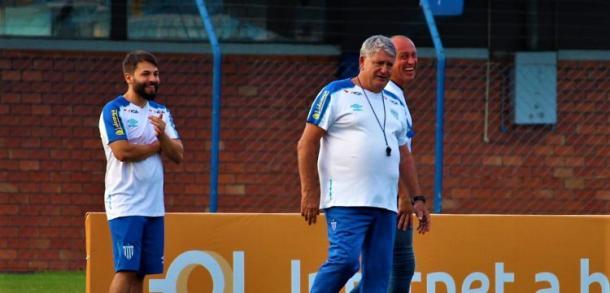 Geninho deve mudar o esquema tático do Avaí em busca da primeira vitória na Série A (Foto: Divulgação/Avaí)