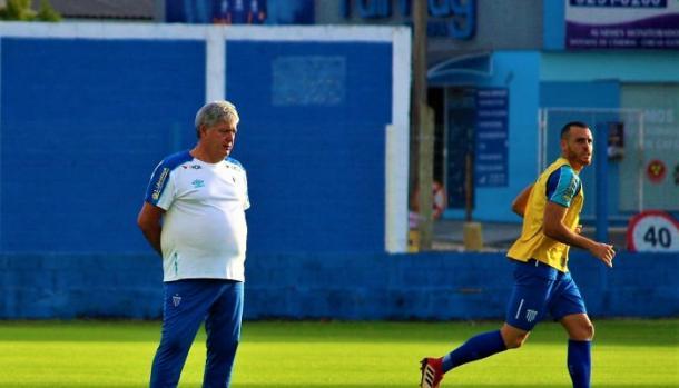 Geninho quer aliar boas atuação do Avaí com vitórias (Foto: André P Ribeiro/Avaí FC)