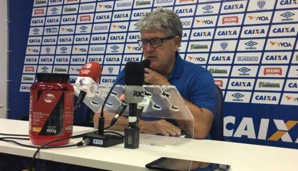 Geninho quer Avaí mais eficiente perto do gol (Foto: Divulgação/Avaí FC)