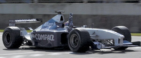 Montoya celebra su primera victoria en la F1. Imagen: Statsf1.com.