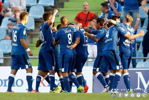Los jugadores del Getafe celebran uno de los dos goles conseguidos ante el UCAM Murcia | Getafecf.com