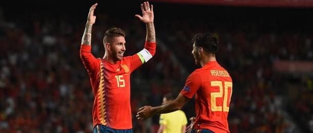 Sergio Ramos y Asensio con la selección española